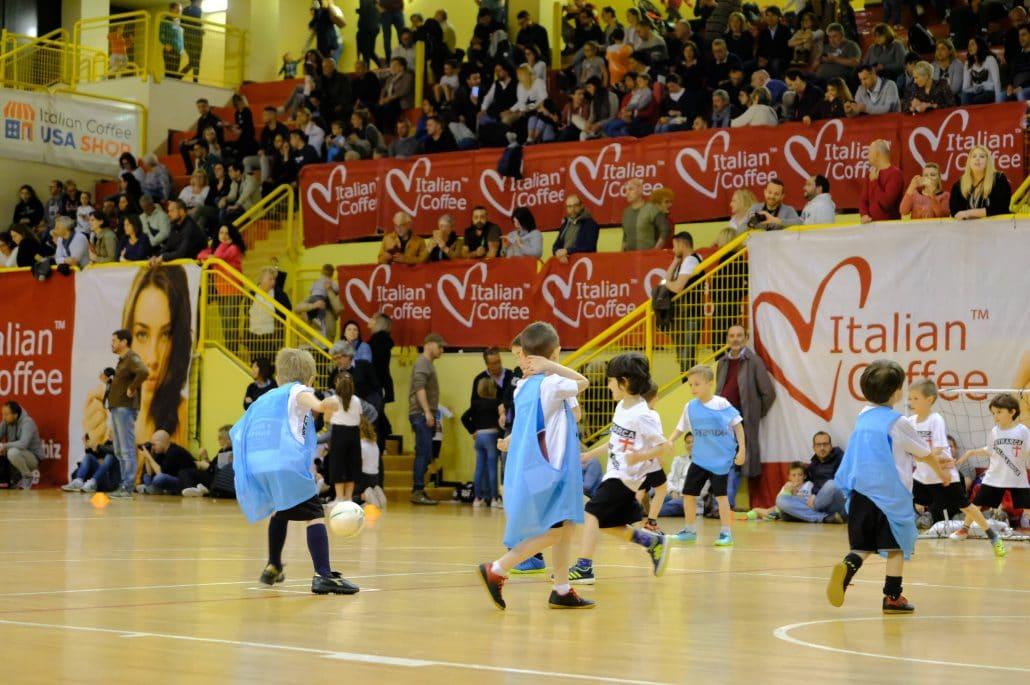 brand new e1498 2214f Scuola Calcio e Junior Camp, Petrarca avanti i giovani ...